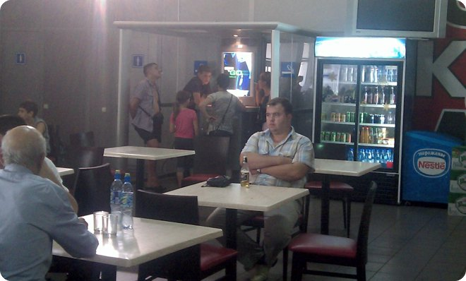 Курилка в старом казанском аэропорту (45.98КиБ)