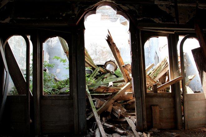 Зал с провалившейся крышей (105.01КиБ)