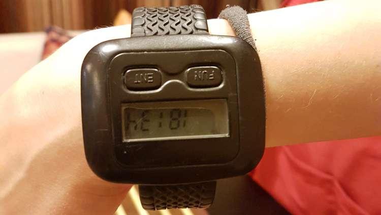 Часы у официантки (47.66КиБ)